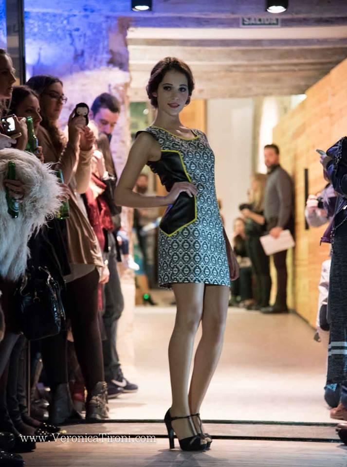 Otra de nuestras propuestas para el desfile de Valencia en De Wall en la presentación de Moda Nova Events fue este vestido con tela etinica y combinado con polipiel, modelo Elizabeth Blasco Rosell.